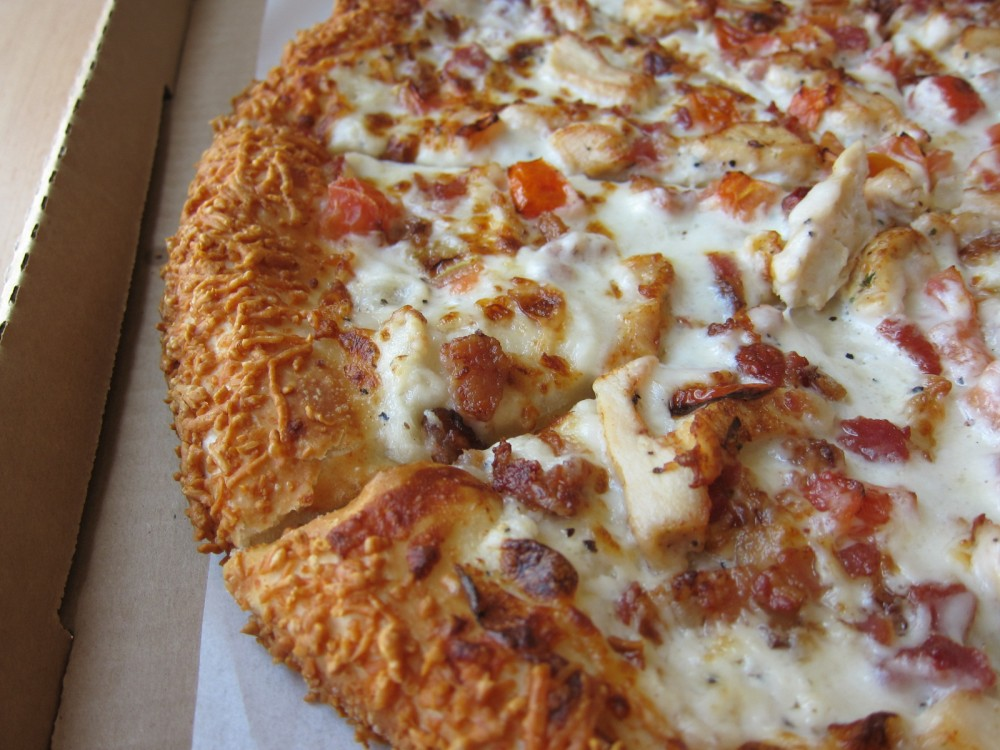 Review: Pizza Hut - Chicken, Bacon, Tomato Garlic Parmesan Pizza ...