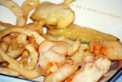 frittura di gamberoni e verdure in pastella di lievito madre