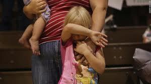 أب يامر ابنته بإقامة علاقة زنا مع رجل و بطريقة غريبة !!!
