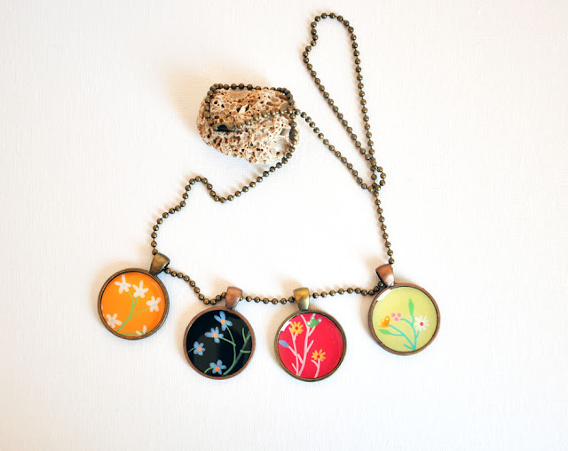 Autumnal Floral Necklace - draw and resin necklace art pendant by Fric de Mentol on Etsy