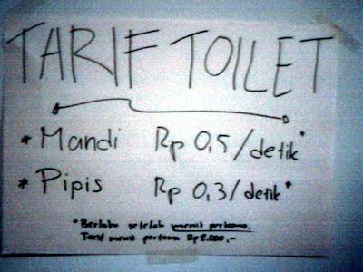 Tulisan di balik pintu toilet bikin NGAKAK