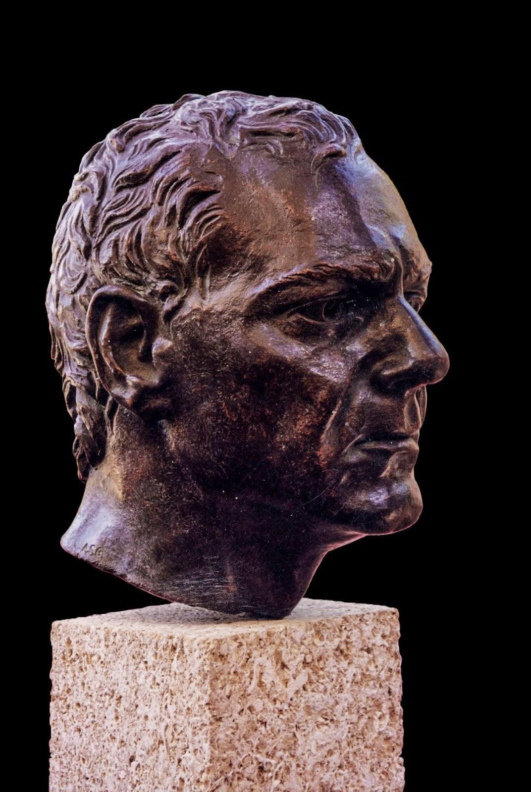 Retrato Modelo Arturo Serra escultura 2
