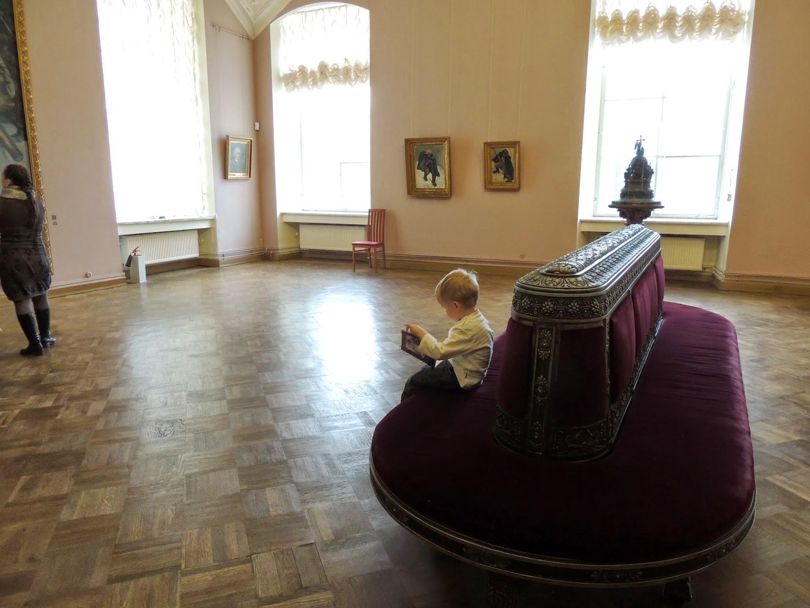 Русский музей, напротив картины переход Суворова через Альпы,Санкт Петербург