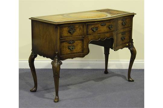 Queen Anne Knee Hole Desk 20th Century