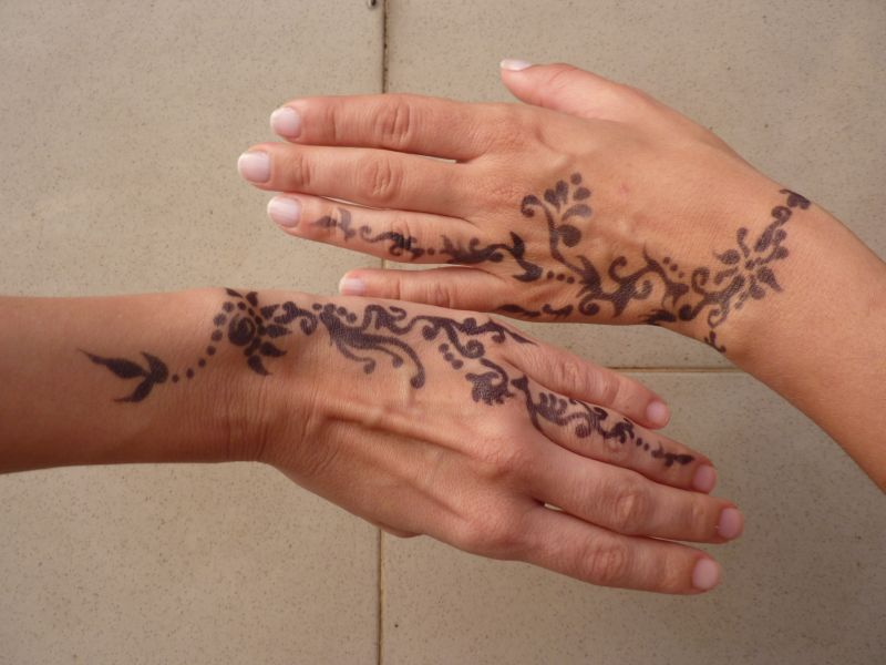 Henna Tattoo Zurich : Ask the world to dance sisters with henna tattoos