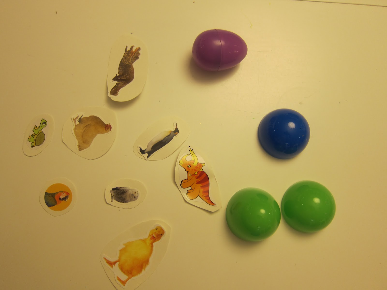 Animals That Hatch from Eggs http://adventuresinreadingwithkids.blogspot.com/2012/03/egg-hatching-game.html