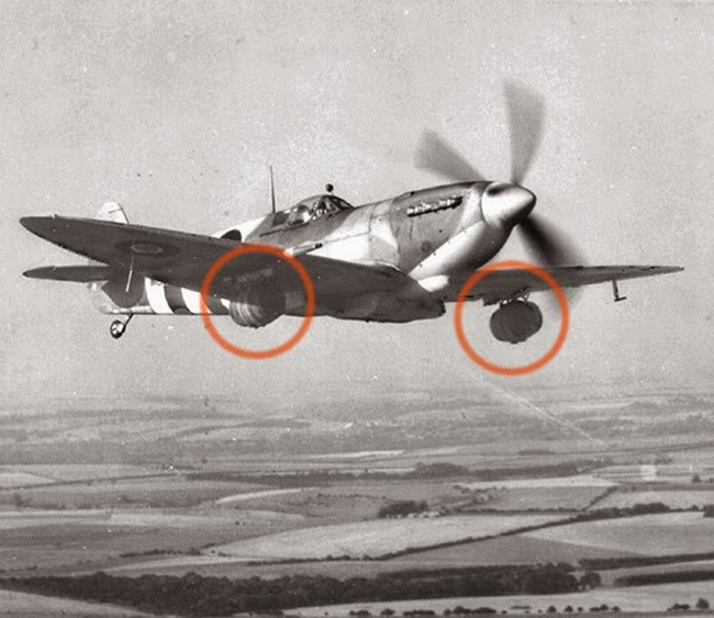 24 Rare Historical Photos That Will Leave You Speechless - A brewery delivers kegs on a spitfire to troops fighting in Normandy.