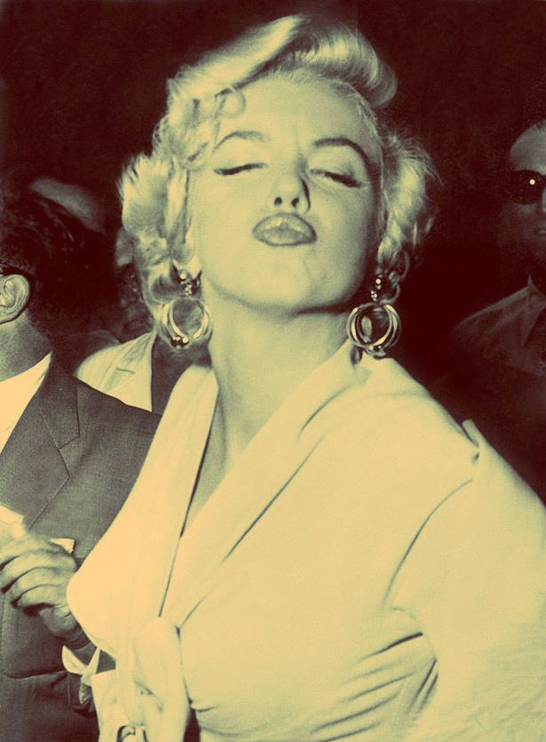 Şarkıcı ve model. 20. yüzyılın en ünlü sinema