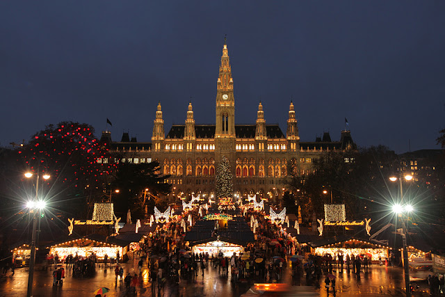 Enchanting Viennese Christmas Market and the neo-Gothic City Hall in the background. Photo: Property of Viking River Cruises. Unauthorized use is prohibited.