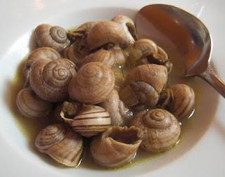 Plato de caracoles con cucharita