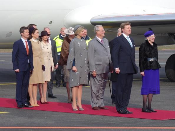 Duński książę Frederik, duński Crown Princess Mary, duński i Książę Małżonek Henrik, księżniczka duńska Benedykta, Duński książę Joachim, Księżniczka Marie i duńska królowa Małgorzata witamy duńskiego króla holenderskiego Willem-Alexander i holenderskiej królowej Maxima