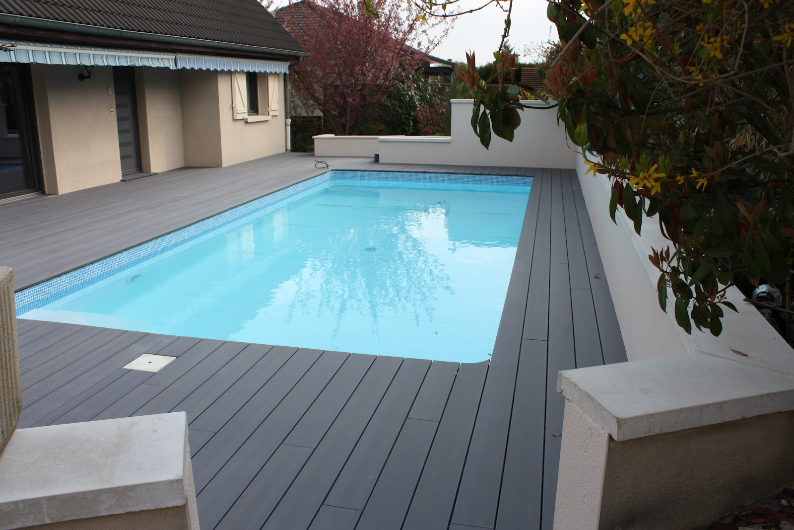 Jardins secrets terrasses bois for Terrasse piscine composite
