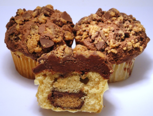 The Cereal Baker: REESE'S® Peanut Butter Cups® Cupcakes