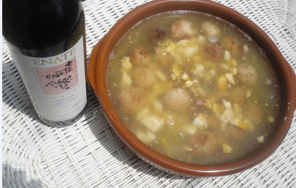 La cocina plural sopa de patata hilada con alb ndigas de for Cocina aragonesa zaragoza