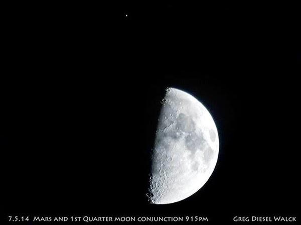 GALERI: Dekatnya Planet Mars dan Bulan (5 Juli 2014)