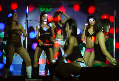 Girls dancing at Phuket Town