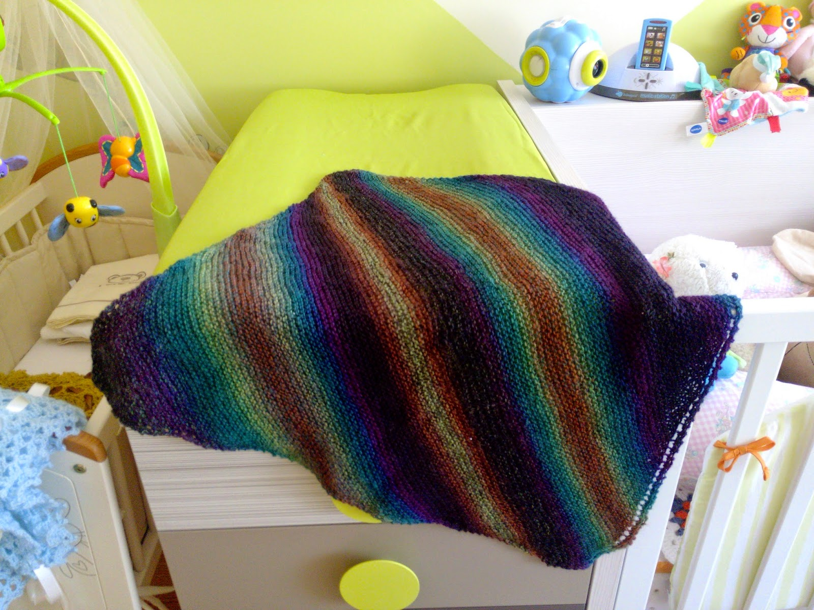 The anarchist knitter sock yarn baby blanket free knitting pattern it only weighs 150 gr its light airy but still able to keep those cold summer evenings and nights at bay and the pattern if we can even call it a bankloansurffo Image collections