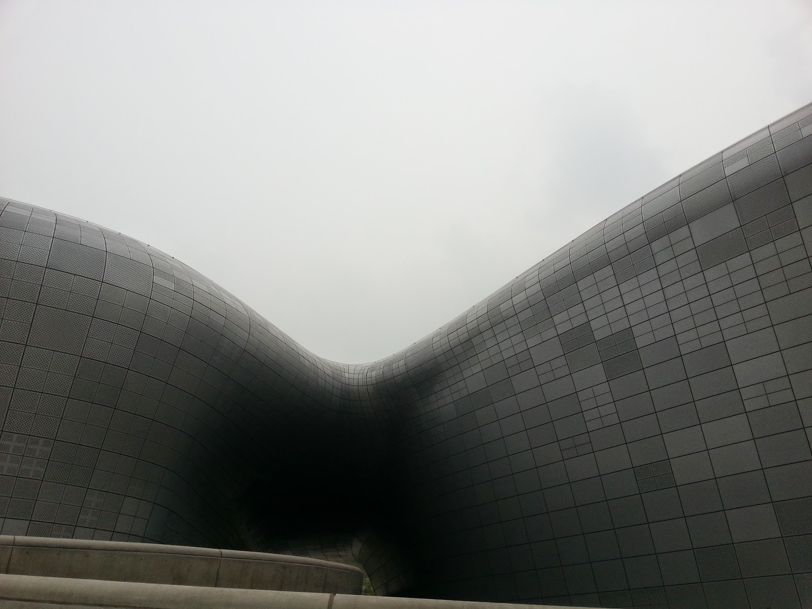 Curves of the Design plaza in Dongdaemun