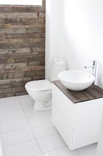 Idea para Decorar las Paredes de tu Baño con Madera Reciclada