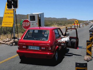 funny picture: south africa traffic sign, waiting time 10 minutes