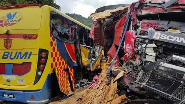 kemalangan bas sp bumi dan treler di jeli, bas sp bumi treler kemalangan, bas sp bumi di jeli,