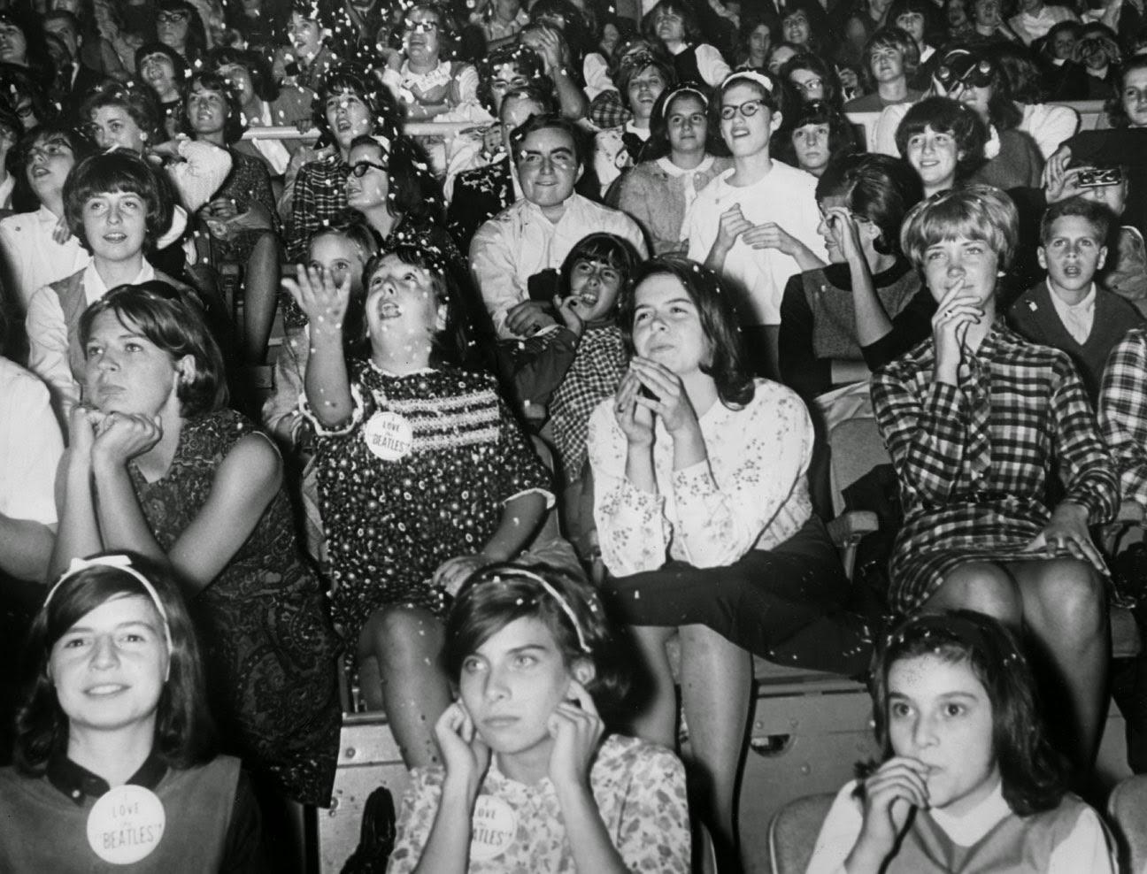 Resultado de imagen de the beatles concert 68 audience