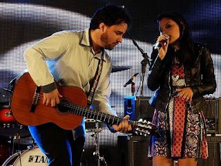 A dupla Cordas e Rimas na Festa Nacional da Música de 2015.