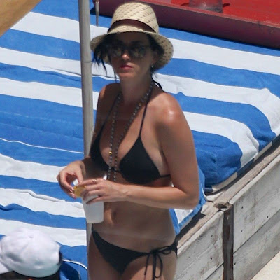 busty Katy Perry black bikini candids poolside in Miami - picture 1