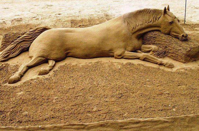 http://4.bp.blogspot.com/-w2HKtoTCS-M/UFApC2sLGnI/AAAAAAAAEQI/MYPto0H2HCc/s640/Look+Amazing+sand+sculpture.jpg