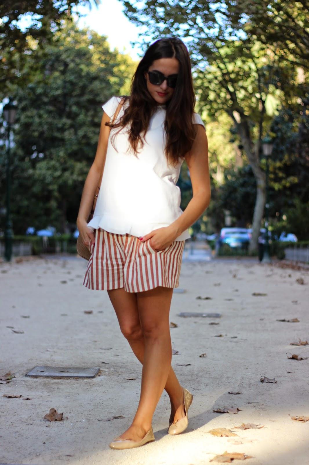 look_tonos_neutros_rojovalentino