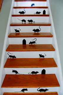 Commona my house halloween roundup simply done well done - Idee deco pour escalier ...