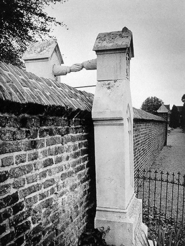 Graves of a Catholic woman and her Protestant husband