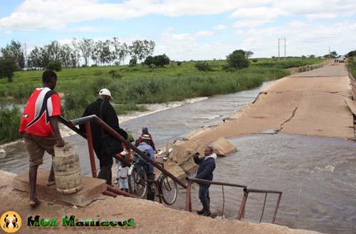 Estradas em Moçambique: Um Povo, Um Rio, Uma Ponte Quebrada