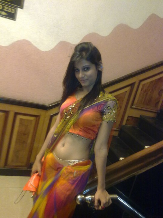 indian girl in saree navel showing real life - HD Latest Tamil Actress ...