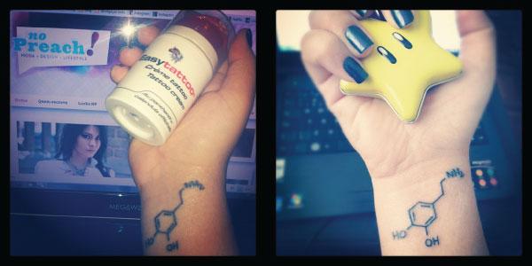 Bárbara Urias - Tatuagem no pulso - fórmula química da dopamina