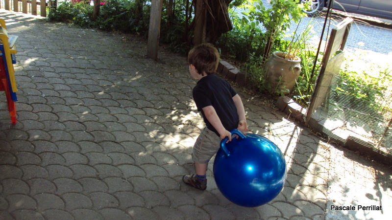 nounou pascale  le ballon sauteur