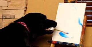 بالصور … لوحات مذهلة يرسمها كلب بأسعار خيالية