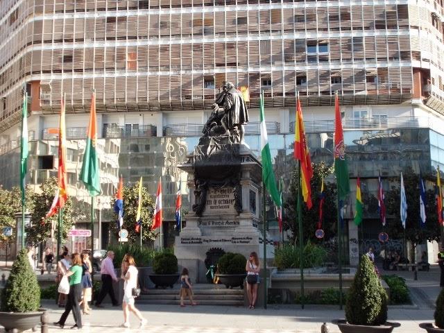 Las tres granadas monumento a isabel la cat lica y for Calle jardin de la reina granada