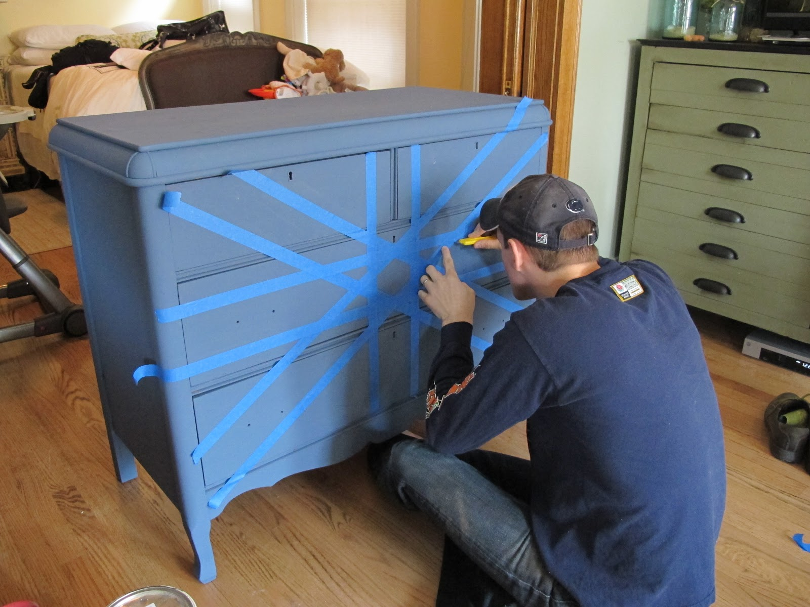 Painting A Union Jack/British Flag On A Dresser Tutorial. Furniture Projects