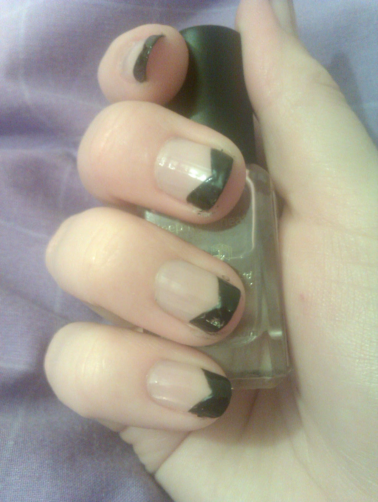 Kerrys creative nails black french tips with a twist its so easy to get this look and i think its quite classy if i do say so myself solutioingenieria Images