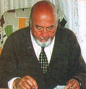 ESCRITOR HERNÁN CARRASCO