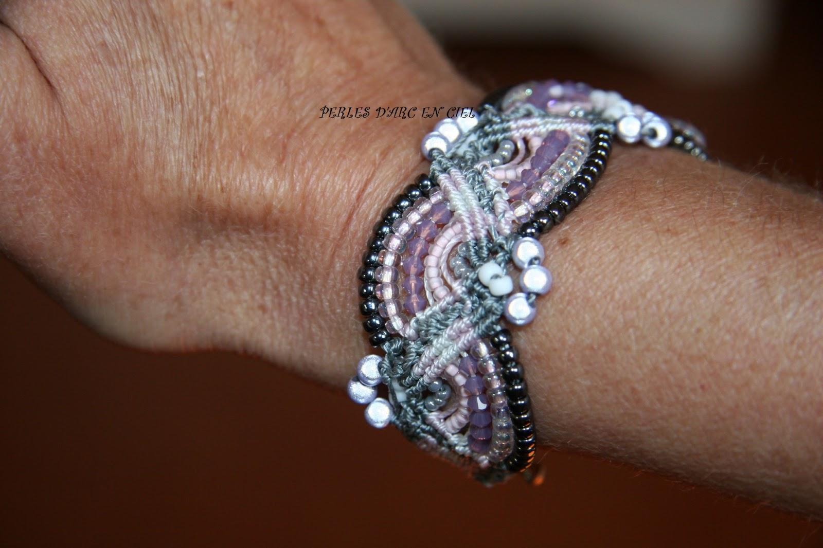 perles d 39 arc en ciel bracelet micro macrame zigzag. Black Bedroom Furniture Sets. Home Design Ideas