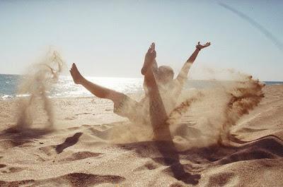 El amor es como la marea.. cuando tienes un castillo intentas que no llegue hasta el..