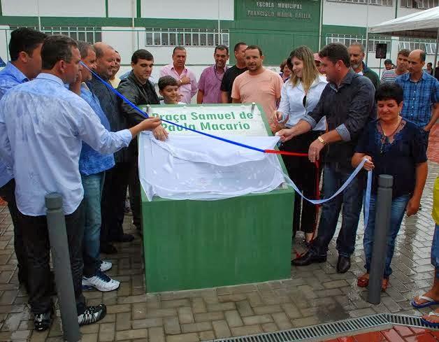 Descerramento da placa que registra entrega da praça de Bonsucesso