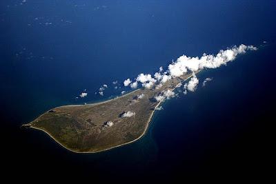 7 Pulau Dengan Bentuk Paling Aneh Di Dunia [ www.BlogApaAja.com ]