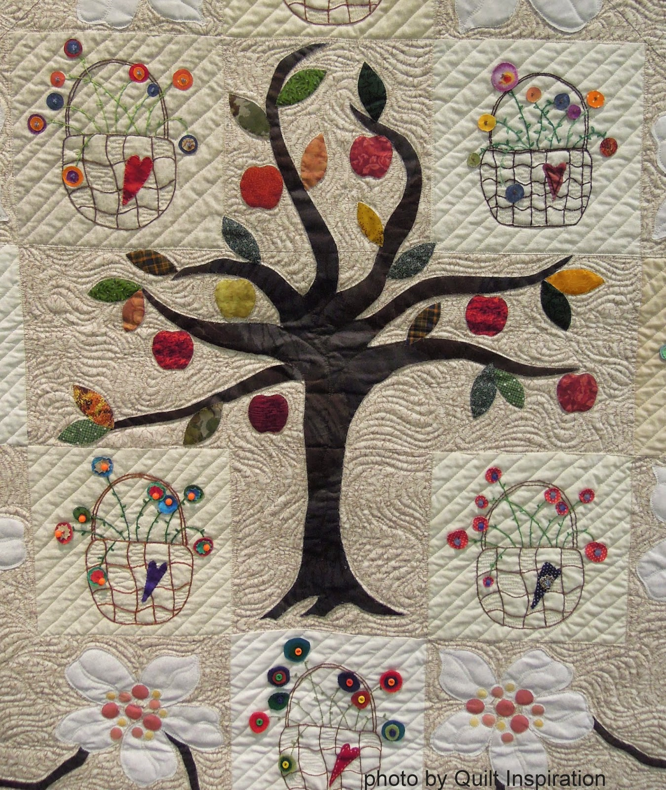 Quilt Inspiration: Celebrating Autumn Quilts : apple tree quilting - Adamdwight.com