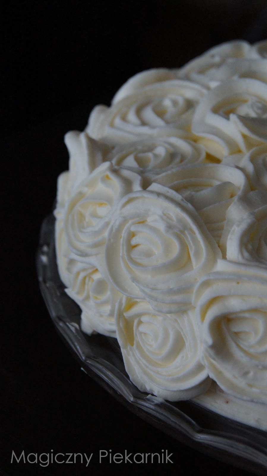 Tort w róże