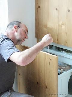 Küchenrenovierung vom Fachmann - wir sind ein kleiner Handwerksbetrieb in dem der Chef noch selbst draussen arbeitet. Qualität bei Beratung und Küchenrenovierung liegt uns am Herzen.