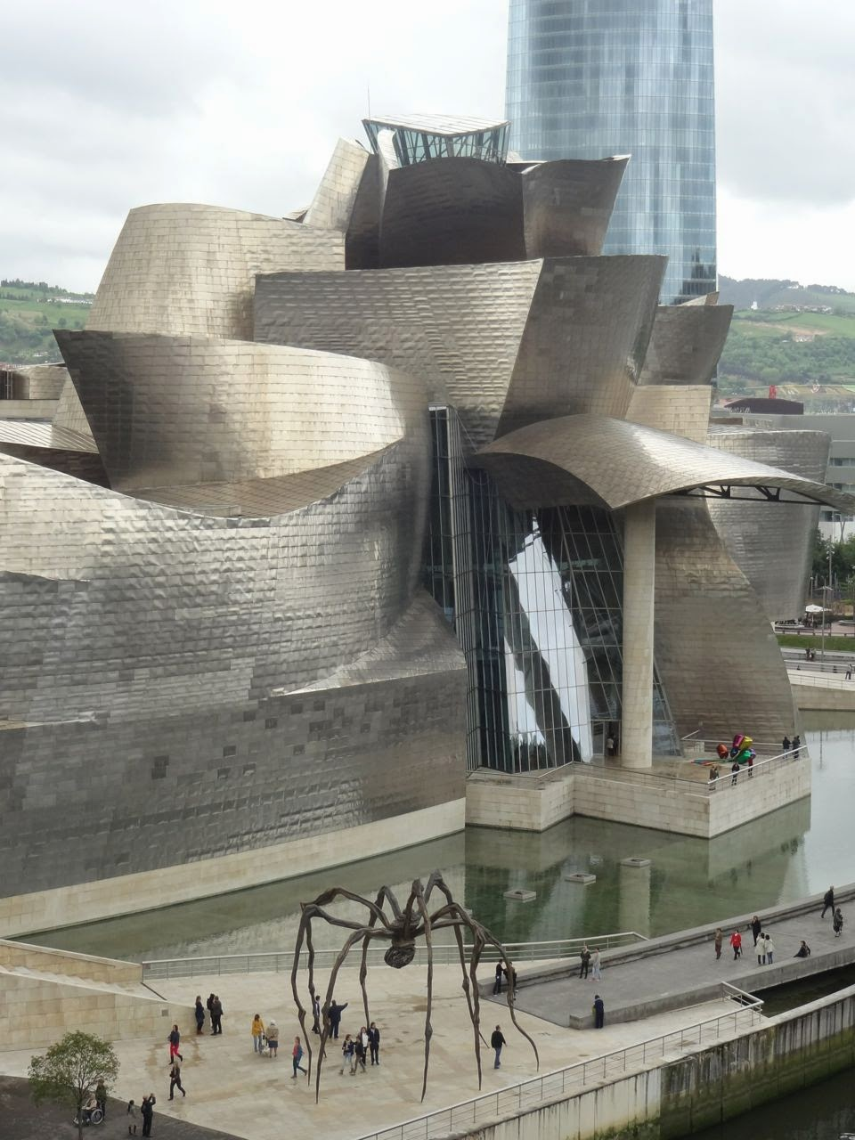 Scrumpdillyicious frank gehry 39 s iconic bilbao guggenheim for Styling bilbao