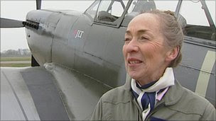Female pilot marks Spitfire's 75th anniversary